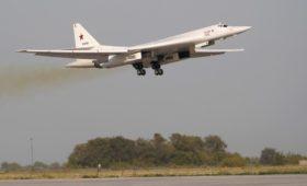 Два российских стратегических бомбардировщика Ту-160 долетели до ЮАР