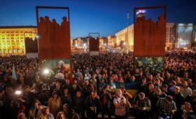 На Майдан вышли люди с протестами против «капитуляции» из-за Донбасса
