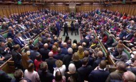 Британский парламент проголосовал за новую отстрочку Brexit