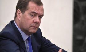 Медведев заявил об усталости Европы из-за желания США доминировать в мире