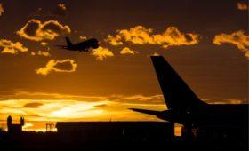 Путин поручил компенсировать авиакомпаниям расходы на топливо