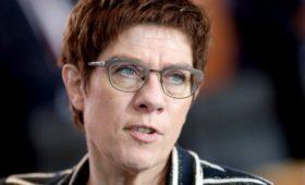 Преемница Меркель потребовала не молчать о присоединении Крыма к России