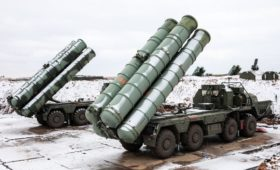 Госдеп обвинил Россию в навязывании С-400 по примеру автомата Калашникова