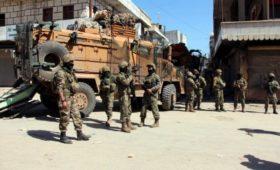 СМИ сообщили об стягивании турецких военных к границе с Сирией