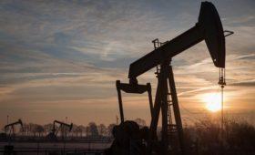 Цена нефти впервые с сентября поднялась выше $63 за баррель