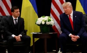 США заморозили военную помощь Украине в день беседы Трампа с Зеленским