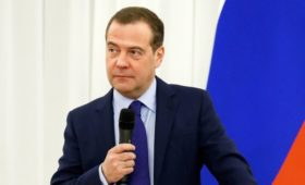 Медведев предложил вариант своей идеи о 4-дневной рабочей неделе