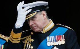 Принц Эндрю отказался от обязанностей из-за скандала с Эпштейном