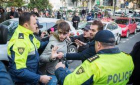 Протестующие в Тбилиси парализовали движение в центре города