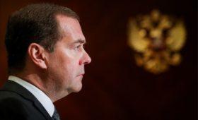 Медведев напомнил о «тоже не богатых» на идею убрать НДФЛ для малоимущих