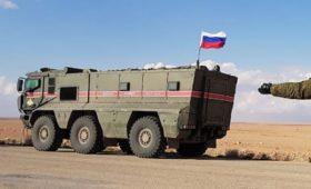 СМИ опубликовали видео с подожженным в Сирии российским броневиком