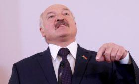 Лукашенко предложил без суда сажать чиновников за «палочную» систему