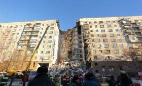Песков назвал слухами версию о теракте при взрыве дома в Магнитогорске