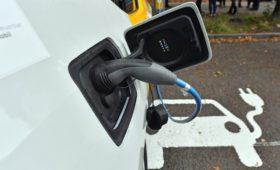ЛУКОЙЛ предупредил о риске снижения потребления бензина для автомобилей