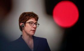 Глава Минобороны ФРГ заявила о пристальном внимании России к Балканам