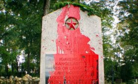 Путин назвал причину атак вандалов на памятники красноармейцам в Европе