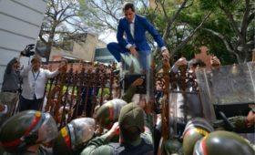 Гуаидо сняли с поста спикера Национальной ассамблеи Венесуэлы