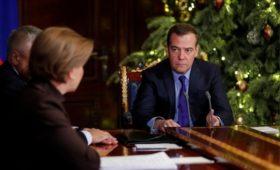 Медведев поручил разработать запрет на никотиновые «конфеты»
