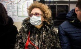 Аптечные сети зафиксировали ажиотажный спрос на медицинские маски