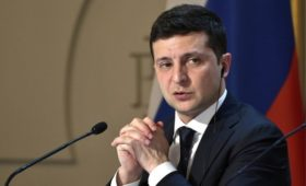 Зеленский поручил создать программу по привлечению молодежи Донбасса