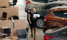Эксперты предупредили о новом падении автомобильного рынка в России