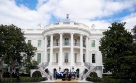 Власти США ужесточат правила выдачи грин-карт