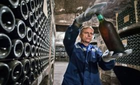 Поставки российского вина на Украину увеличились почти на 50%