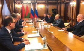 Лукашенко и Путин решили дождаться не долетевших в Сочи чиновников