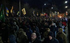 В посольство России в Киеве во время митинга выстрелили из ракетницы