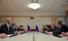 Кремль назвал встречу Путина с нефтяниками «сверкой позиций» перед ОПЕК+