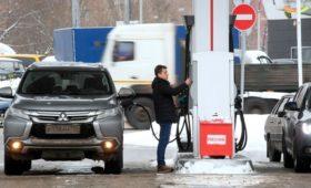 Падение цен на нефть не снизит стоимость бензина в России