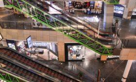 Эксперты назвали вирус причиной падения числа покупателей в ТЦ в Москве