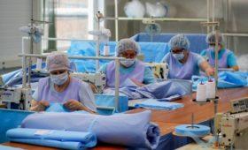 Мантуров заявил о продолжении работы нужных в борьбе с вирусом компаний