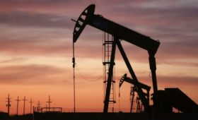 Аналитики сочли краткосрочной ситуацию с рухнувшими ценами на нефть
