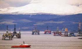 Эксперты предупредили о небывалом превышении добычи нефти над спросом