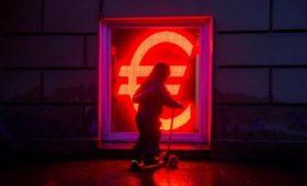Курс доллара на Forex превысил 82 руб., евро — 90 руб.
