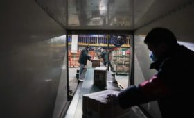 Экспорт Китая упал на 17% с начала года из-за коронавируса