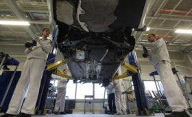 Автопроизводители сообщили о возможных простоях из-за нехватки деталей