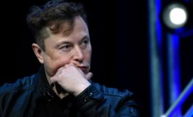 Назвавший глупостью панику из-за вируса Маск потерял за неделю $5,5 млрд