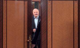 Лукашенко назвал Россию «полыхающей от коронавируса»