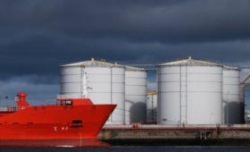 Саудовская Аравия увеличит поставки нефти на 26% после срыва сделки ОПЕК+