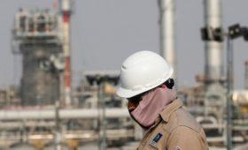 Цены на нефть упали на почти 4% после заявления Саудовской Аравии