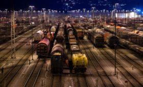 Грузооборот на железной дороге обвалился на фоне кризиса